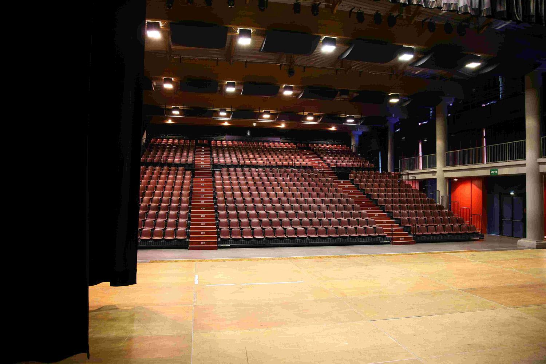 Palais des Congrès et des Spectacles à Vals Près le Puy
