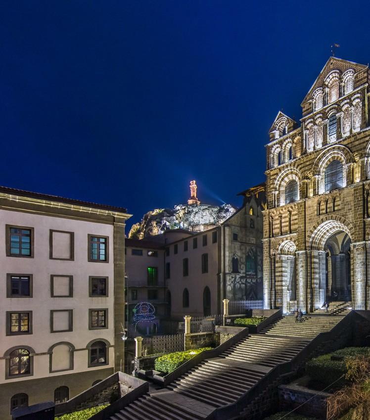 L'Hôtel Dieu au Puy-en-Velay, un monument inscrit au Patrimoine Mondial de l'Humanité de l'UNESCO